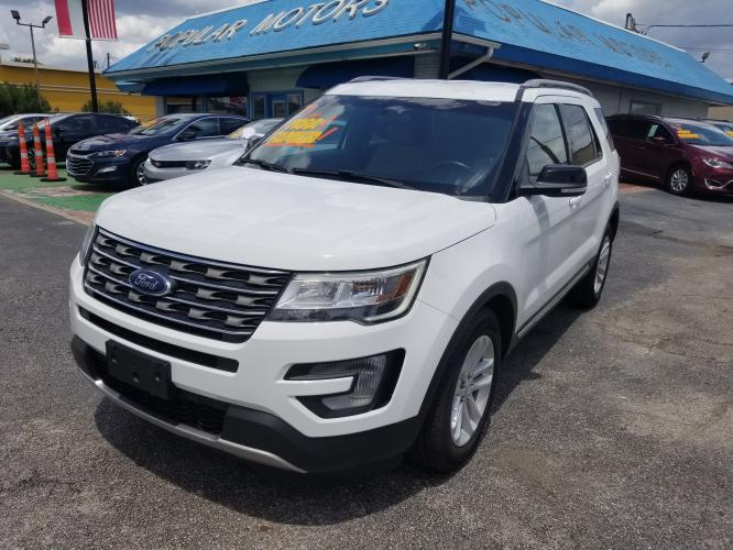 2017 White Ford Explorer XLT FWD (1FM5K7D83HG) with an 3.5L V6 DOHC 24V engine, 6A transmission, located at 1842 Wirt Road, Houston, TX, 77055, (713) 973-3903, 29.805330, -95.484787 - Photo #0
