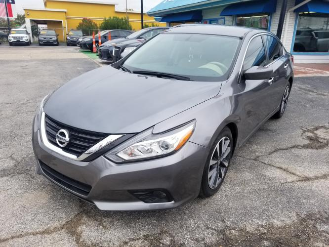 2017 Gray Nissan Altima 2.5 S (1N4AL3AP2HC) with an 2.5L L4 DOHC 16V engine, CVT transmission, located at 1842 Wirt Road, Houston, TX, 77055, (713) 973-3903, 29.805330, -95.484787 - Photo #0