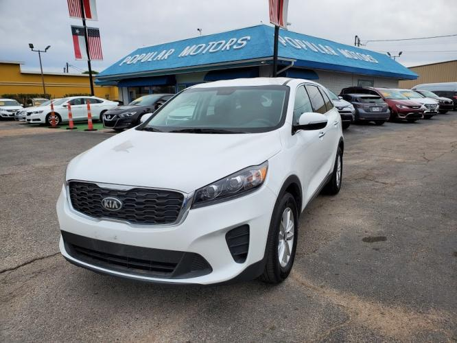 2019 White Kia Sorento LX V6 2WD (5XYPG4A59KG) with an 3.3L V6 DOHC 24V engine, 6A transmission, located at 1842 Wirt Road, Houston, TX, 77055, (713) 973-3903, 29.805330, -95.484787 - Photo #0