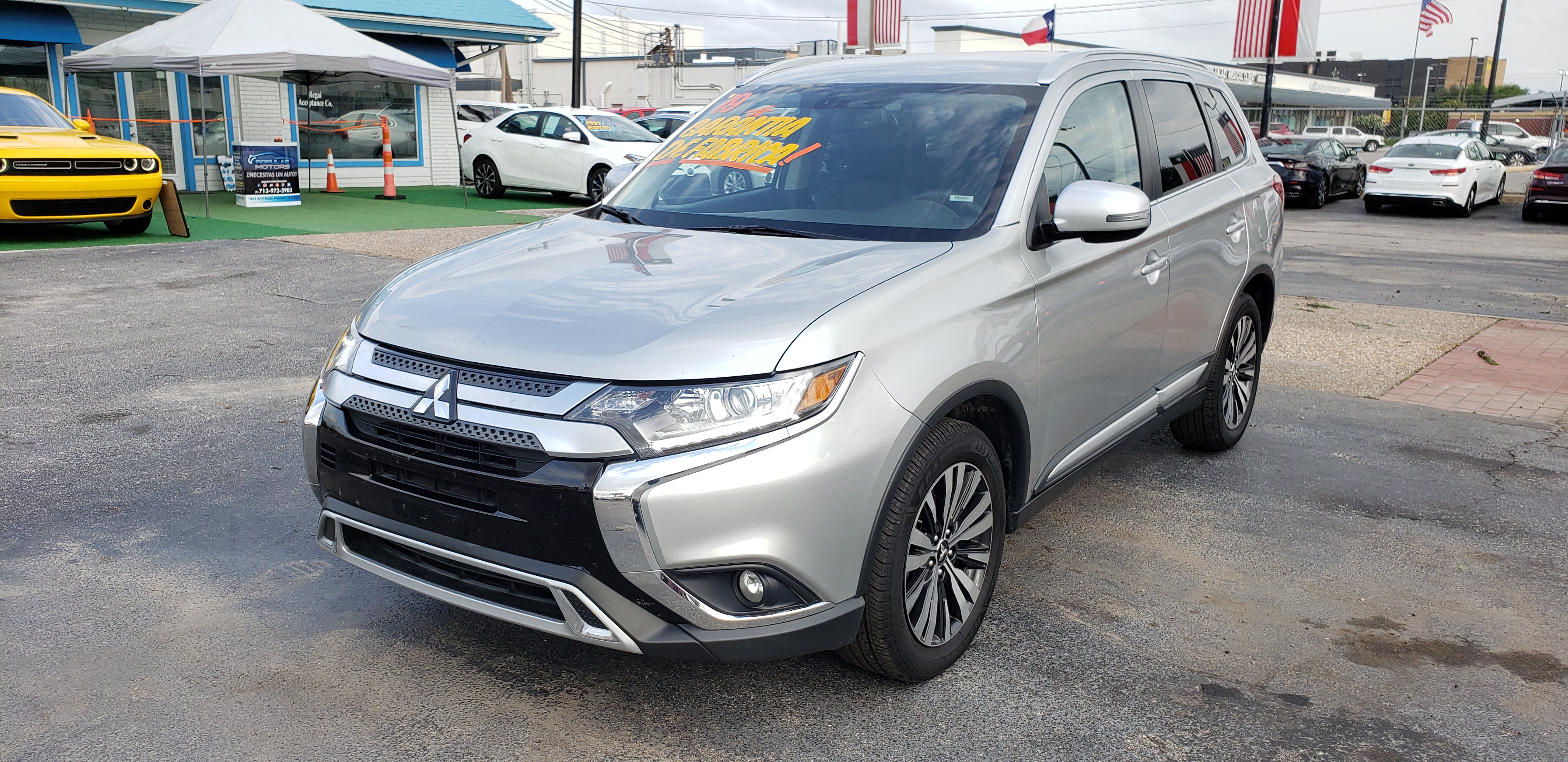 2019 Silver Mitsubishi Outlander SE 2WD (JA4AD3A32KZ) with an 2.4L L4 DOHC 16V engine, CVT transmission, located at 1842 Wirt Road, Houston, TX, 77055, (713) 973-3903, 29.805330, -95.484787 - Photo #0